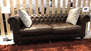 Chesterfield lounge in cracked brown leather