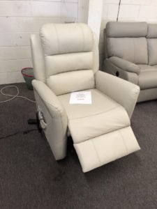 R3169 electric lift recliner in C3003 leather